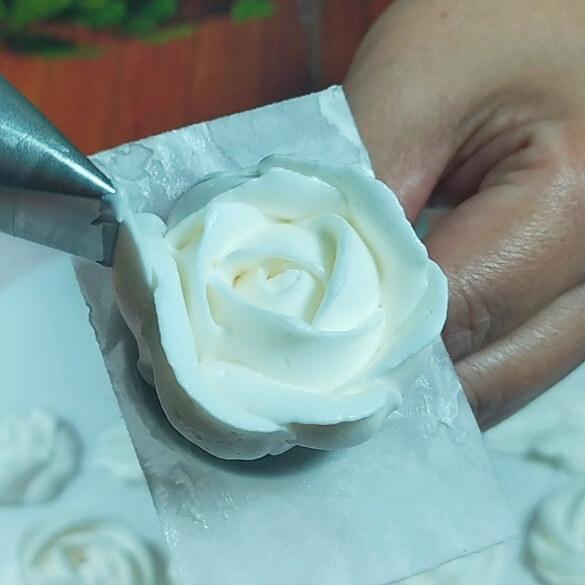 Resep Buttercream kokoh untuk mawar